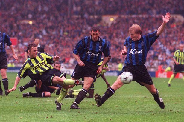 Monday Night - 1999, l'anno dei due Manchester