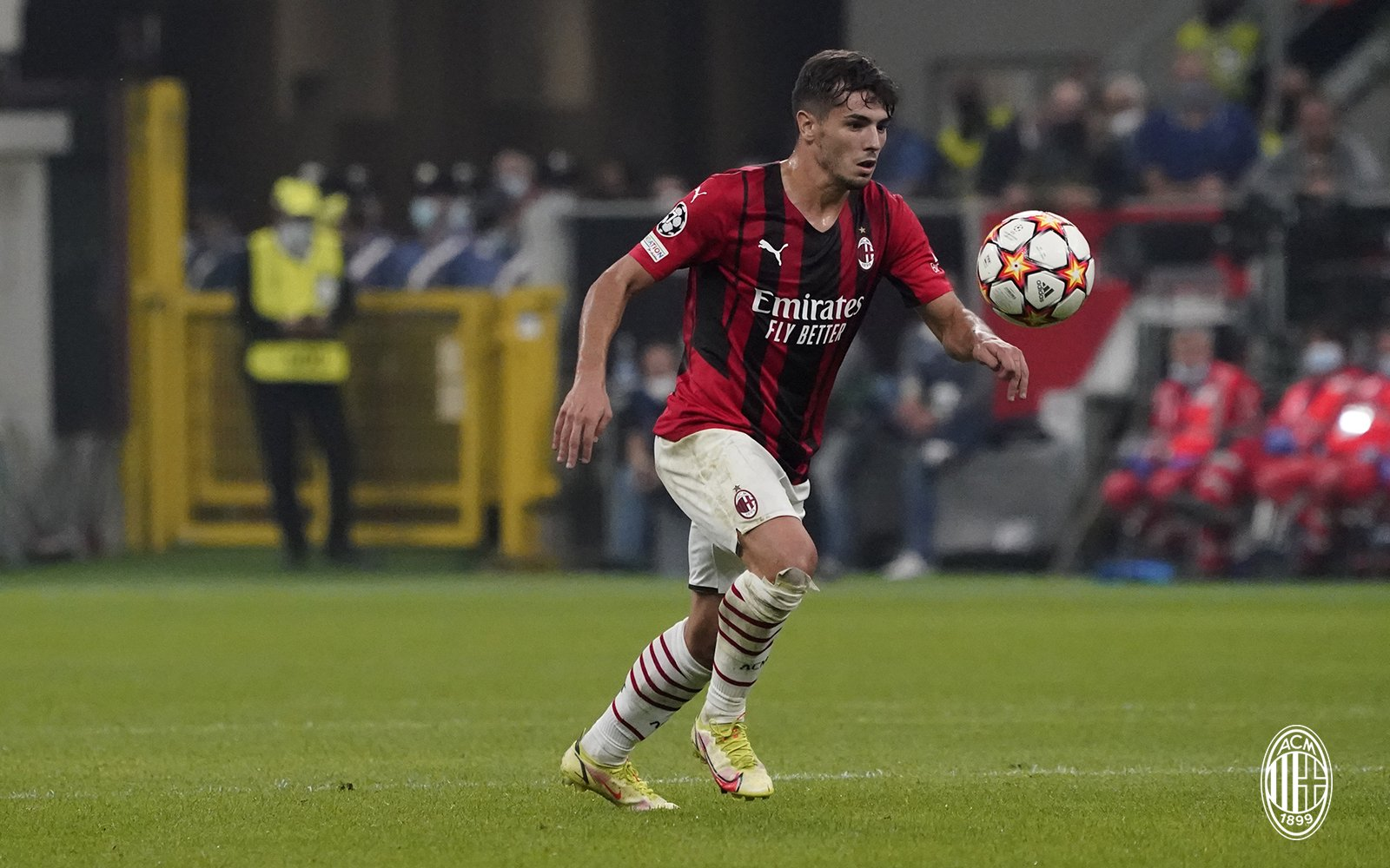 NIGHTLINE - Ancora un positivo nel Milan, è Brahim Diaz. Fiorentina, Vlahovic sempre più lontano