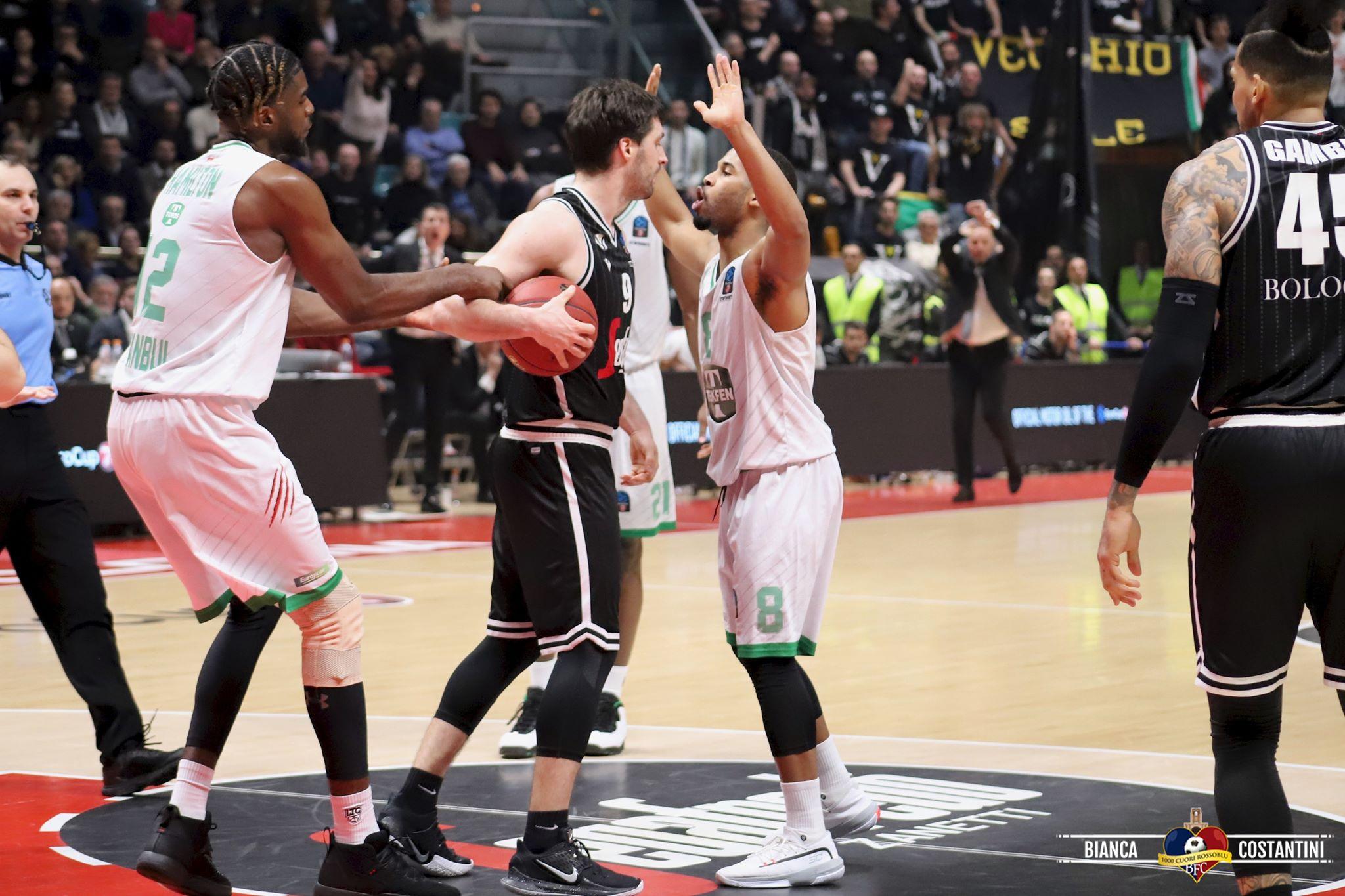 La Virtus Segafredo non cade nella trappola della rissa e batte il Darussafaka Istanbul con scarto in doppia cifra: 83 - 72